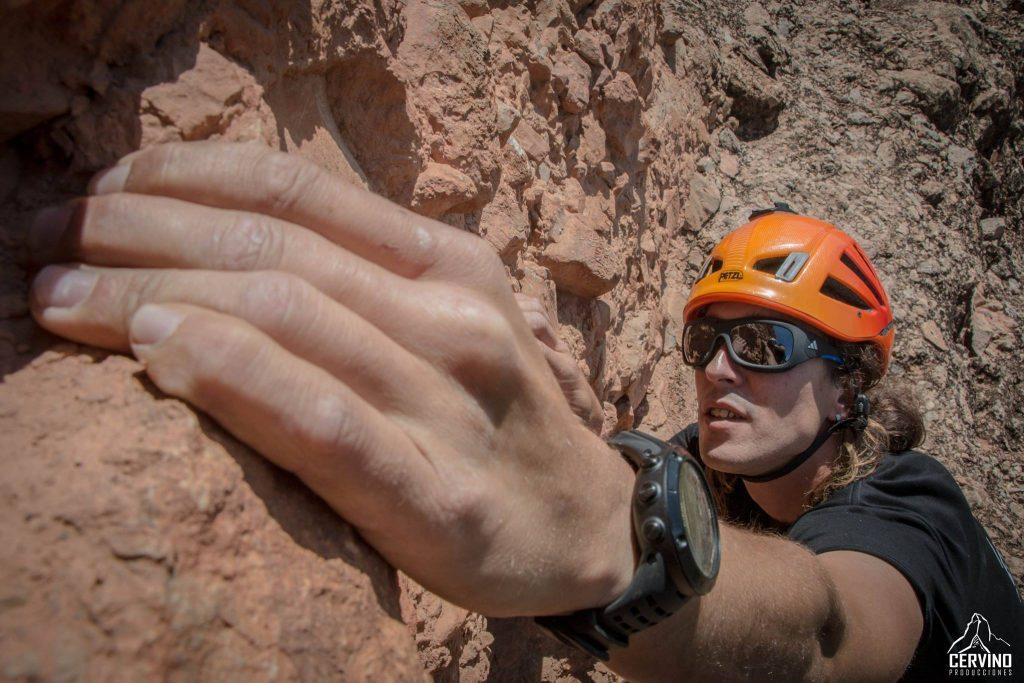 Roberto Sastre: Asistencia de cámara de altura y ayudante de producción. Robert, es un experimentado guia de montaña que nos ha ayudado mucho a la hora de realizar intalaciones en pared, así como portear equipo y ayudar el la producción. Varios rodajes habrian sido muy complicados de realizar de no haberle tenido entre los miembros del equipo.