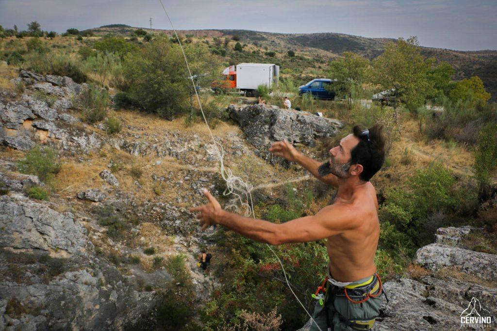 Giuseppe Lacerenza: Especialista en instalaciones verticales. De momento, no queremos desvelar la importante tarea que realizó Giuseppe dentro de la película. dado que pertenece posiblemente a uno de los planos más impresionantes de la misma.....  Pero pronto sabréis el porqué.